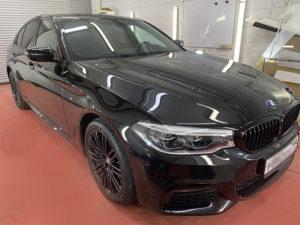 Картинка полировка черного BMW