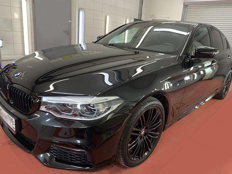 Картинка полировка черного BMW вид слева