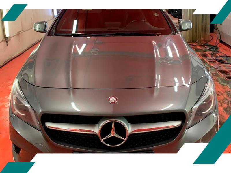 Вмятины на капоте Mercedes фото