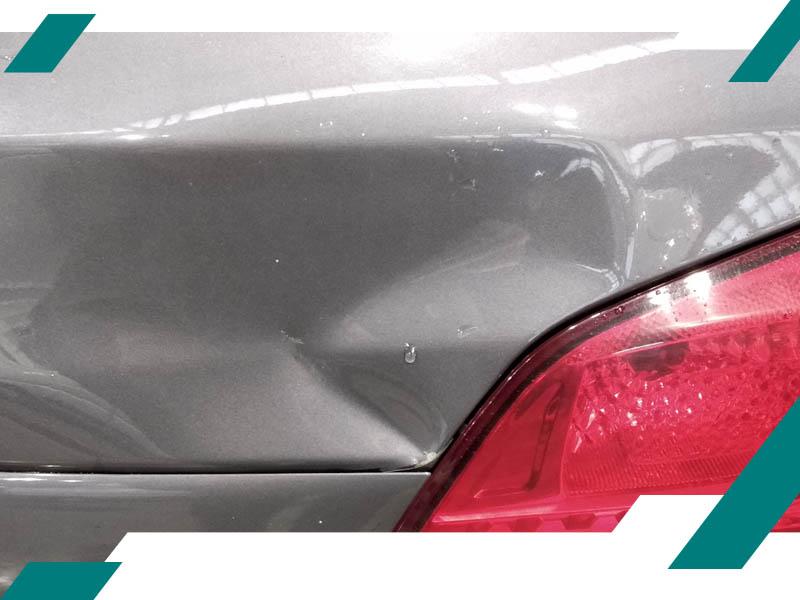 Вмятина на багажнике BMW фото
