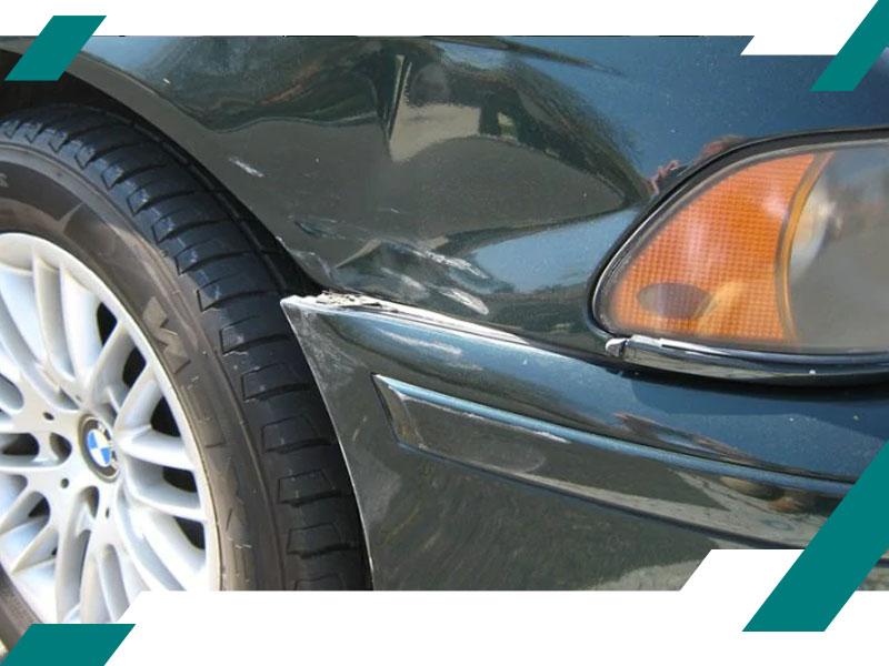 Вмятина на крыле BMW фото