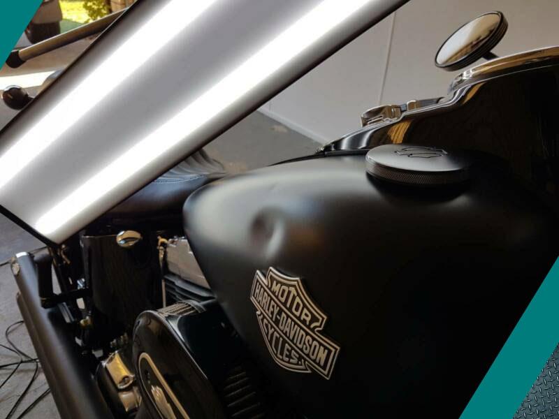 Удаление вмятин на мотоцикле фото
