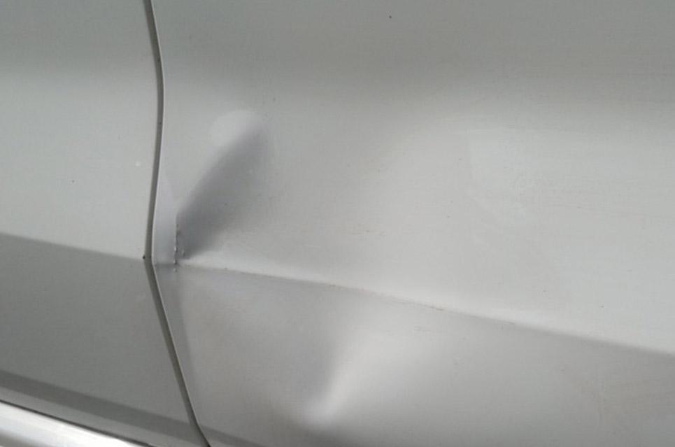 Картинка вмятина на двери BMW